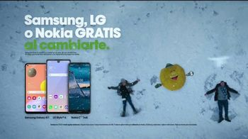 Cricket Wireless TV Spot, 'Vacaciones: pelea de bolas de nieve' [Spanish] - Thumbnail 9