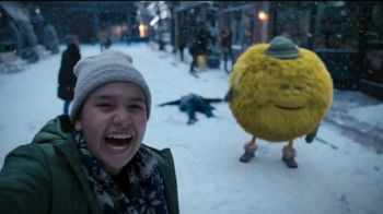 Cricket Wireless TV Spot, 'Fiestas: pelea de bolas de nieve' [Spanish]