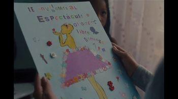 Amazon TV Spot, 'El show debe continuar' con Taïs Vinolo, cancion de Queen [Spanish] - Thumbnail 6