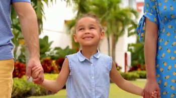 Nickelodeon Hotels & Resorts Black Friday Cyber Sale TV Spot, 'Lets Loose: 70 Percent' - Thumbnail 2
