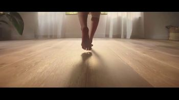 LL Flooring TV Spot, 'Bellawood Oak Floor: No Interest' Song by Electric Banana - Thumbnail 5