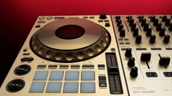 Guitar Center Pre-Black Friday Deals TV Spot, 'Holidays: DJ Controller and Tascam Studio Headphones' - Thumbnail 2