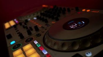 Guitar Center Pre-Black Friday Deals TV Spot, 'Holidays: DJ Controller and Tascam Studio Headphones' - Thumbnail 5