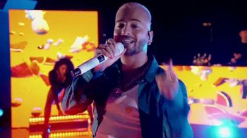 Michelob ULTRA Pure Gold TV Spot, 'Playa' Song by Maluma [Spanish] - Thumbnail 8