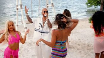 Michelob ULTRA Pure Gold TV Spot, 'Playa' Song by Maluma [Spanish] - Thumbnail 9
