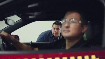 Chevrolet TV Spot, 'Familia de SUVs: ingenieros' [Spanish] [T2] - Thumbnail 1