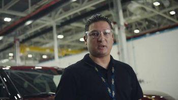 Chevrolet TV Spot, 'Familia de SUVs: ingenieros' [Spanish] [T2] - Thumbnail 4