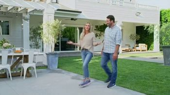 SKECHERS Max Cushioning TV Spot, To the Max' Featuring Candance and Tony Romo - Thumbnail 9