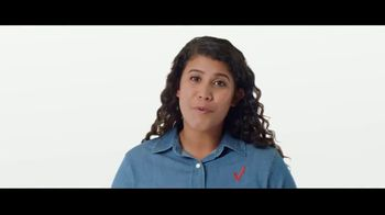 Verizon TV Spot, 'Mix and Match: $800 dólares al cambiarte y Disney+, Hulu, ESPN+' [Spanish] - Thumbnail 4