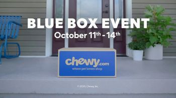 Chewy.com TV Blue Box Event Spot, 'The Walk' - Thumbnail 9