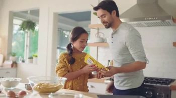 Nestle Toll House Semi-Sweet Morsels TV Spot, 'How to Share Love' Song by Gabriela - Thumbnail 2