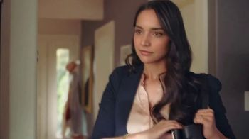 Nestle Toll House Semi-Sweet Morsels TV Spot, 'How to Share Love' Song by Gabriela - Thumbnail 7