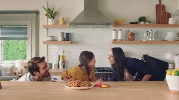 Nestle Toll House Semi-Sweet Morsels TV Spot, 'How to Share Love' Song by Gabriela - Thumbnail 9