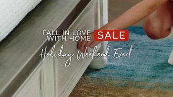 Ashley HomeStore Fall in Love With Home Sale TV Spot, 'Holiday Weekend: 30% de descuento' [Spanish]