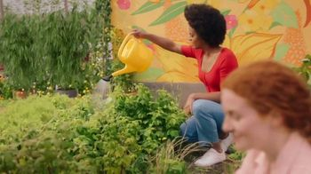 Burt's Bees TV Spot, 'Rooftop Garden' - Thumbnail 7
