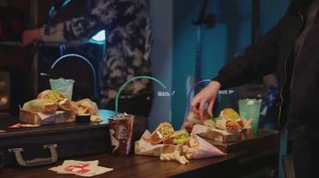 Taco Bell TV Spot, 'Build Your Own $5 Cravings Box' - Thumbnail 7