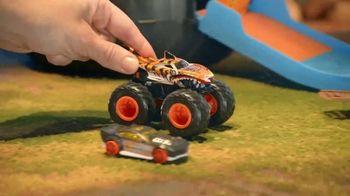 Hot Wheels Monster Trucks Stunt Tire TV Spot, 'Unfolds Into an Epic Stunt Arena' - Thumbnail 9