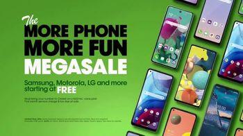 Cricket Wireless More Phone, More Fun MegaSale TV Spot, 'Mom Dancing to K-Pop' - Thumbnail 9