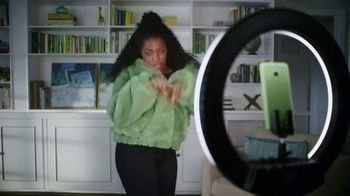 Cricket Wireless More Phone, More Fun MegaSale TV Spot, 'Mom Dancing to K-Pop' - Thumbnail 7