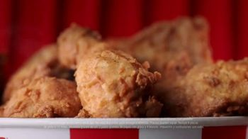KFC $20 Fill Up TV Spot, 'Banquete para toda la familia' [Spanish] - Thumbnail 4