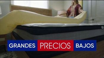 Rooms to Go Venta del 30 Aniversario TV Spot, 'Estupendos colchones' canción de Junior Senior [Spanish] - Thumbnail 4