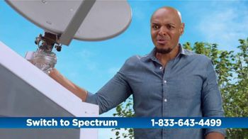 Spectrum TV Spot, 'Cramped: Internet + TV: 200 Mbps'