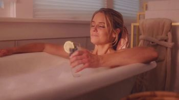 FabFitFun TV Spot, 'The Whole World Fades Away' Featuring Nicole Curtis - Thumbnail 5