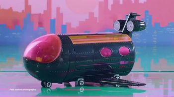 L.O.L. Surprise! O.M.G. Remix 4-in-1 Plane TV Spot, '50 Surprises' - Thumbnail 2