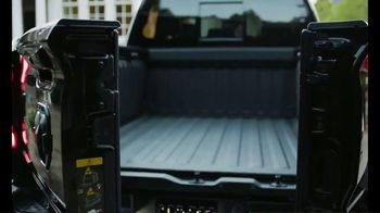 Ram Trucks TV Spot, 'Marty Party: The Perfect Home Tailgate' Featuring Marty Smith [T1] - Thumbnail 10