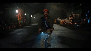 Netflix TV Spot, 'Hubie Halloween' Song by KAAZE, Maddix & Nino Lucarelli - Thumbnail 3