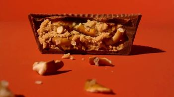 Reese's Big Cup With Pretzels TV Spot, 'Better Than Feathers' - Thumbnail 7