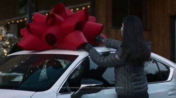 Lexus December to Remember Sales Event TV Spot, 'Driveway Moments: Peace and Joy Delivery' [T2] - Thumbnail 2