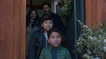 Lexus December to Remember Sales Event TV Spot, 'Driveway Moments: Peace and Joy Delivery' [T2] - Thumbnail 3