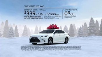 Lexus December to Remember Sales Event TV Spot, 'Driveway Moments: Peace and Joy Delivery' [T2] - Thumbnail 7