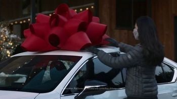 Lexus December to Remember Sales Event TV Spot, 'Driveway Moments: Birthday' [T2] - Thumbnail 5