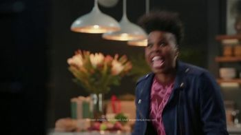 Portal from Facebook TV Spot, 'Gifting with Leslie Jones' - Thumbnail 3