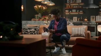 Portal from Facebook TV Spot, 'Gifting with Leslie Jones' - Thumbnail 7