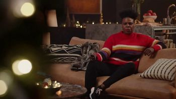 Portal from Facebook TV Spot, 'Holiday Stories With Leslie Jones: No Offer' - Thumbnail 6