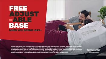Mattress Firm Year-End Sale TV Spot, 'Save up to $300: $299 Sealy Queen' - Thumbnail 5