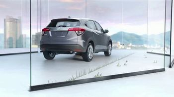 Honda HR-V TV Spot, 'City Living & Outdoor Adventure' [T2] - Thumbnail 6