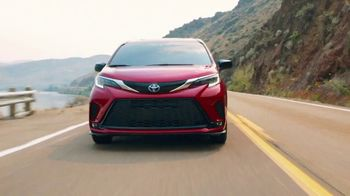 Toyota TV Spot, 'New Year's: A Whole New Look' [T2] - Thumbnail 1