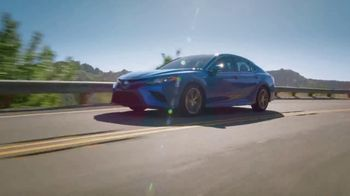 Toyota TV Spot, 'New Year's: A Whole New Look' [T2] - Thumbnail 3