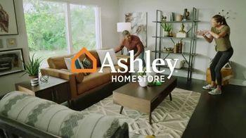 Ashley HomeStore Sale + Clearance TV Spot, 'Mesa de comedor y sofás' [Spanish] - Thumbnail 1
