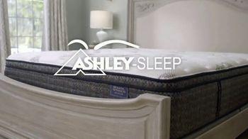 Ashley HomeStore Mattress Marathon TV Spot, 'King por el precio de un Twin' [Spanish] - Thumbnail 4