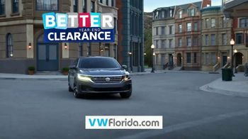 Volkswagen Sign Then Drive Event TV Spot, 'Better Year-End Clearance: Holiday' [T2] - Thumbnail 10