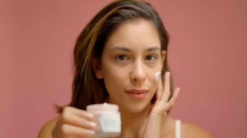 Volition Beauty TV Spot, 'Meet the New Yaupon Tea Glow-Awakening Moisturizer' Featuring Maryse Mizanin - Thumbnail 8
