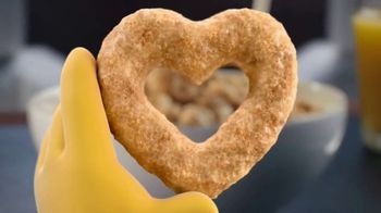 Cheerios Happy Heart Shapes TV Spot, 'Buzz's Big News: Flavors'