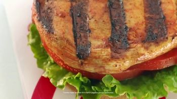 Chick-fil-A TV Spot, 'Las pequeñas cosas: Grilled Spicy Deluxe: John y Jimena' [Spanish] - Thumbnail 2