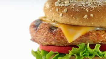 Chick-fil-A TV Spot, 'Las pequeñas cosas: Grilled Spicy Deluxe: John y Jimena' [Spanish] - Thumbnail 4