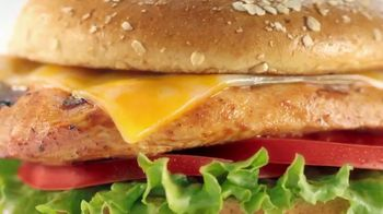 Chick-fil-A TV Spot, 'Las pequeñas cosas: Grilled Spicy Deluxe: John y Jimena' [Spanish] - Thumbnail 7